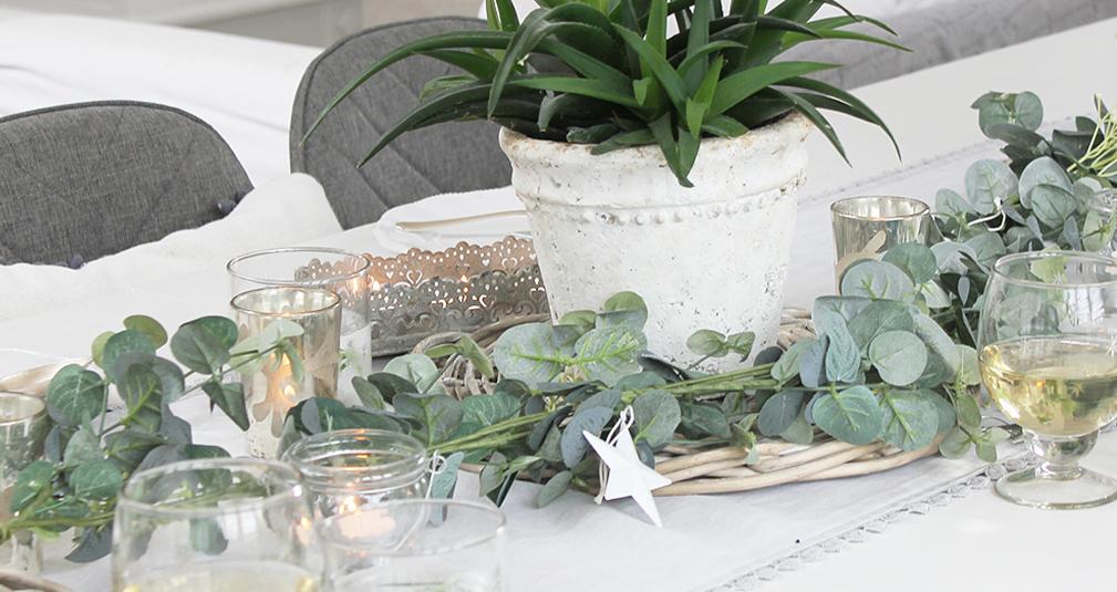 4. Decorative heart tea pot set
